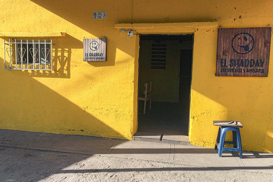 Diseño interiorista y renovación de la imagen del restaurante de Doña Idalia acabado